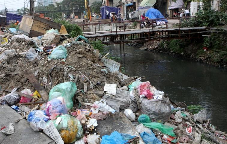 Cần phải phân loại chất thải trước khi vứt ra môi trường